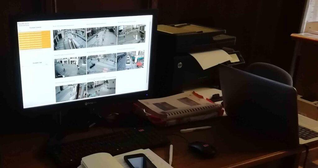 Liebe-Bilder in der Sicherheitszentrale auf dem Bildschirm